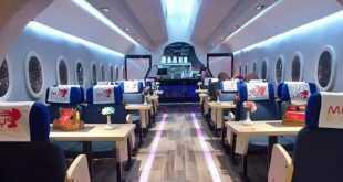 تناول طعامك في مطعم يشبه الطائرة